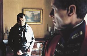 Napoléon (Ph; Torreton) et H. Lowe (R. E. Grant) - © G.Ferrandis / H&K