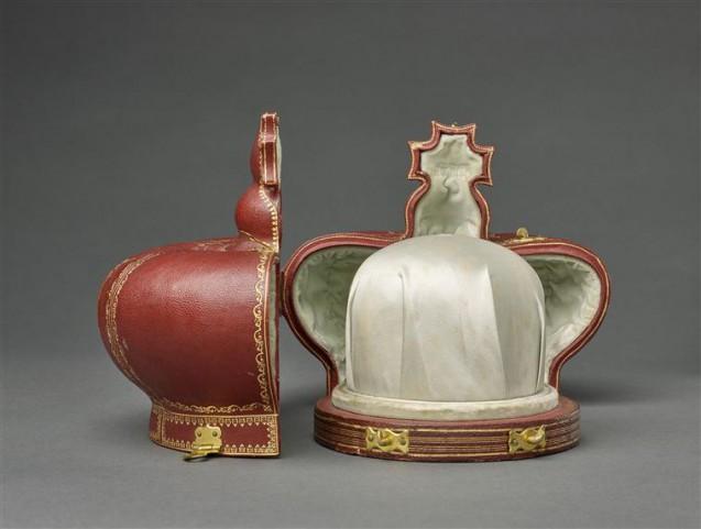 Coffret, ouvert, pour la couronne de l'impératrice Eugénie © RMN-Grand Palais (musée du Louvre) / Stéphane Maréchalle