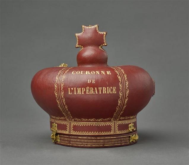 Coffret, fermé, pour la couronne de l'impératrice Eugénie © RMN-Grand Palais (musée du Louvre) / Stéphane Maréchalle