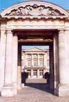 Portique d'entrée du château de Compiègne