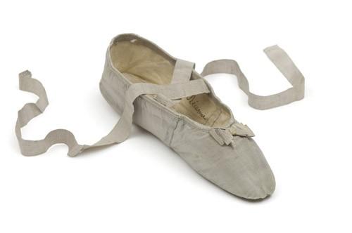 Juliette Récamier's slipper, Union centrale des arts décoratifs © Les Arts Décoratifs/Tholance