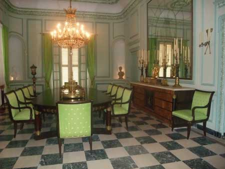 """The dining room, with """"Empire-style"""" Cuban furniture © Fondation Napoléon"""