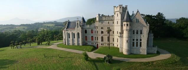 View of the château d'Abbadia towards the Rhune © C. Rebière-Balloïde