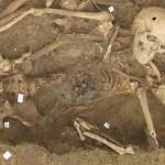 Revue de presse du vendredi 24 février 2017 : Nouveau site web pour les Archives de Paris, découverte d'un cimetière napoléonien, Le plus vieux drapeau tricolore exposé