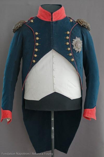 presentation of napoleon u0026 39 s chasseur colonel uniform and
