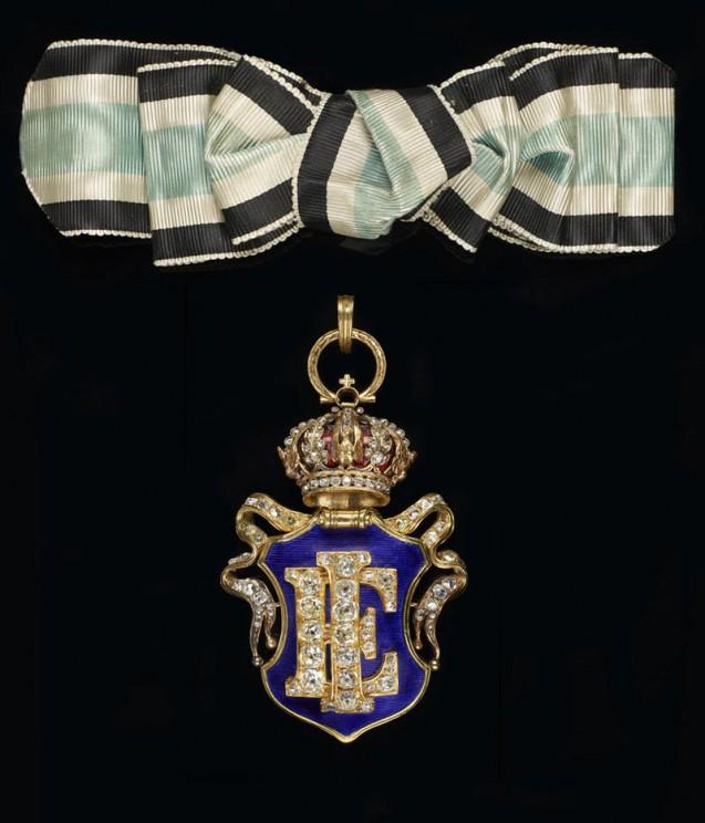 Chiffre orné de brillants de la grande maîtresse de la Maison de l'Impératrice porté par la Princesse d'Essling