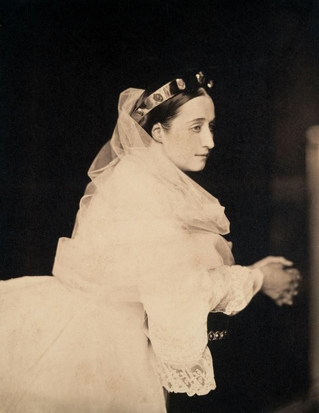 Photographie : L'impératrice Eugénie en prière (1856)
