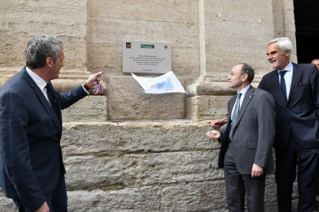 Inauguration de la plaque commémorant Charles Bonaparte par le mairePhilippe Saurel, Charles Bonaparte, père de l'actuel Prince Napoléon, et Christian Bourdeille