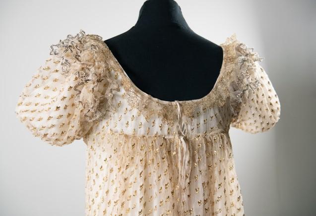 Détail des broderies sur la robe <br>© Fondation Napoléon / Rebecca Young