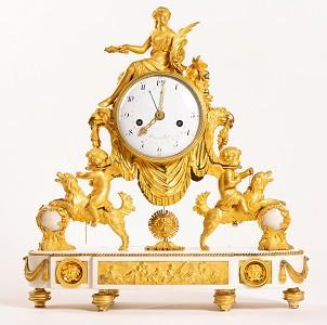Pendule actuellement proposée par GSLR Antiques, modèle identique était exposé dans les collections du château de la Malmaison, chambre du Prince Eugène ©www.levetchristophe.fr