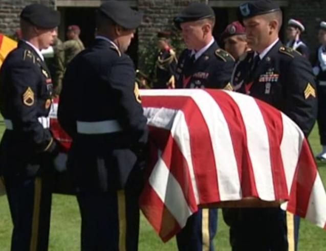 Hommage rendu au soldat Lawrence Gordon (qui combattait sous l'uniforme américain) le 10 juin 2014 <br>© france3-regions.francetvinfo.fr