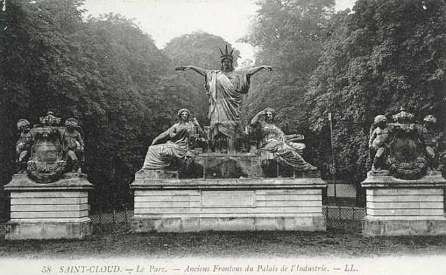 Statues en bronze «La France couronnant de lauriers l'Art et l'Industrie», transférées du palais de l'Industrie de 1855 au parc de Saint-Cloud en 1900 ©e-monumen.net