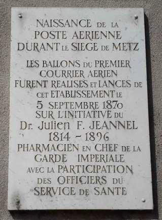 Plaque commémorant la naissance de l'invention du docteur Jeannel © Matthieu Casali