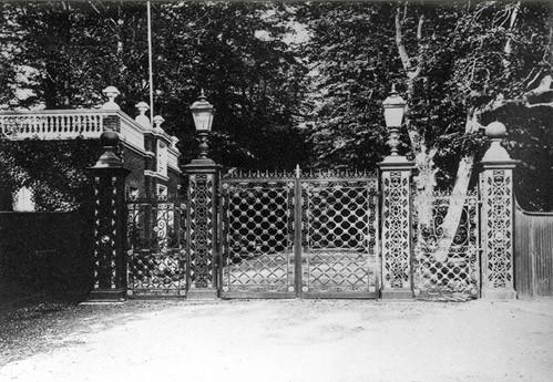 Le portail d'entrée de Camden Place provient de l'Exposition universelle de Paris