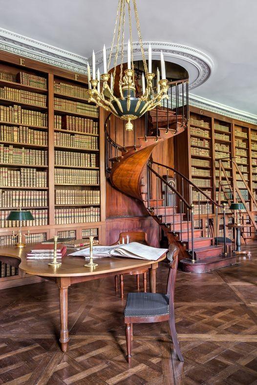 La bibliothèque du château de Fontainebleau a fait l'objet d'une restauration approfondie en 2021 © Sophie Lloyd