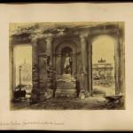 Photographie : Ruines du Palais des Tuileries, grand vestibule et place du Carrousel (mai 1871)