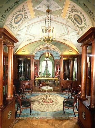 napoleon 39 s library. Black Bedroom Furniture Sets. Home Design Ideas